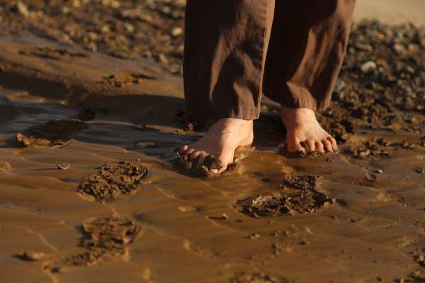 wet-sand-and-bare-feet
