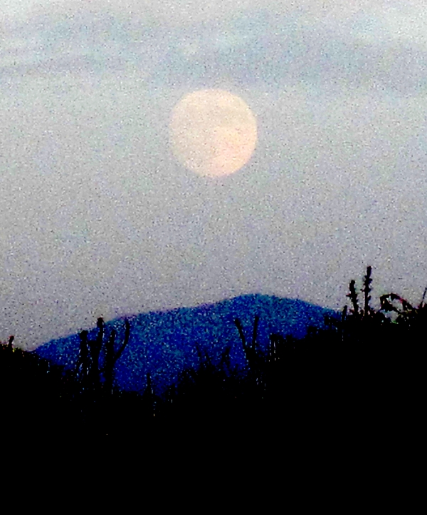 moonrise ove santa ana mountains